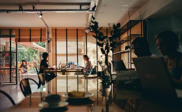 Elemen Laporan Keuangan Perusahaan Tbk - penjualan